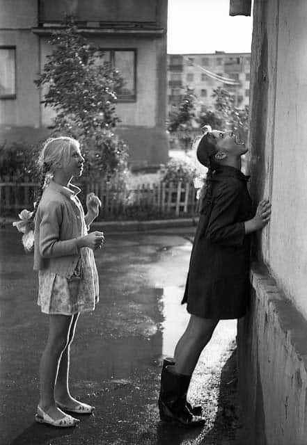 Девчонки ловят капли. Серия «Мой город».