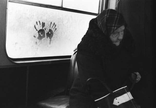 В замерзшем троллейбусе. Серия «В пути»