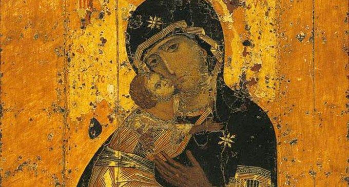 Почему на некоторых  иконах Богородицу изображают  сидящей на троне?
