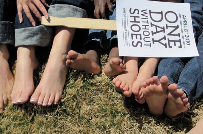 Жители Ноттингема соберут средства на благотворительность прогулкой босиком
