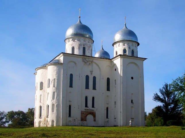Граффити XII века обнаружили в Свято-Юрьевом монастыре Новгорода