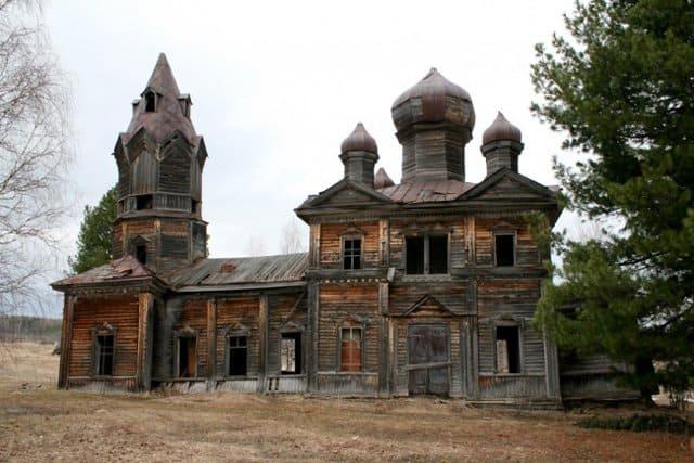 В Пермском крае нашли заброшенный деревянный храм начала ХХ века