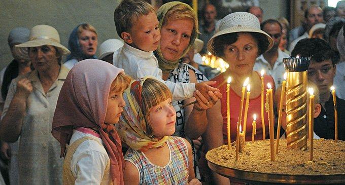 Разве Богу нужны наши свечки?
