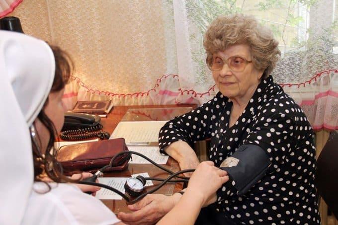 Реформировать медицину надо с учетом мнения врачей и пациентов, - считают в Церкви