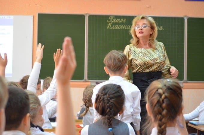 Главным качеством учителя должна быть любовь к детям, считают россияне