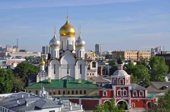 В храмах Москвы помолились о жертвах аварии в метро