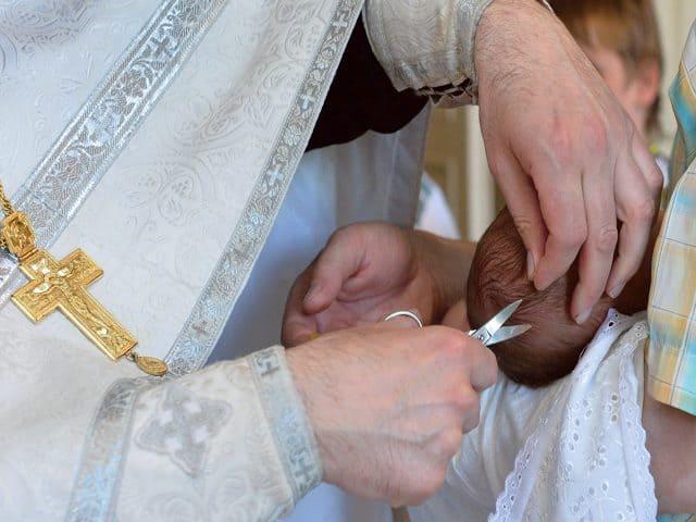 Можно ли крестить недоношенного ребенка?