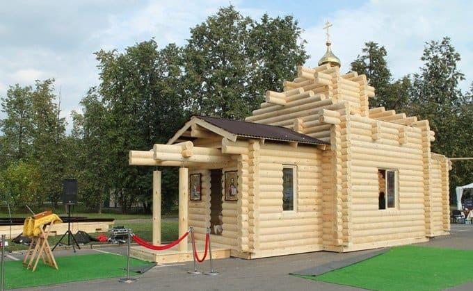 Казаки и волонтеры возвели за сутки храм в Москве
