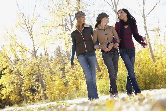 Ведущим сидячий образ жизни ученые посоветовали гулять пять минут в час