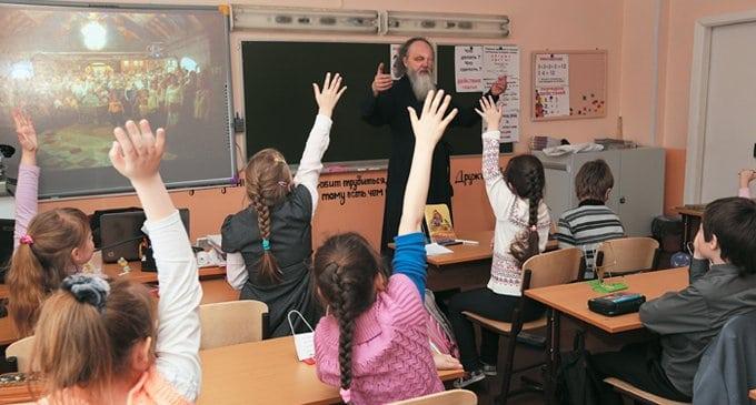 В Церкви опять заявили о проблемах с преподаванием ОПК в школах
