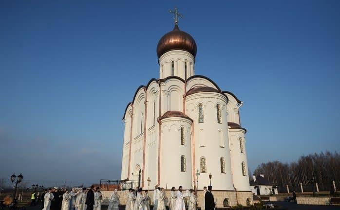Патриарх Кирилл освятил храм на Федеральном военном кладбище