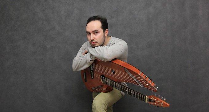 В Москве споют изобретатель арфо-гитары и ученица Олеси Николаевой