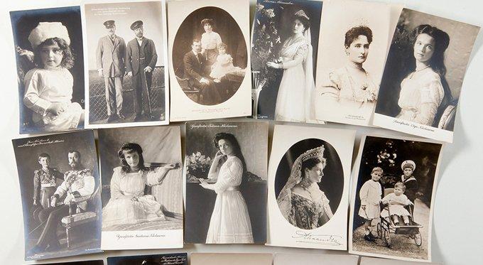 Царскосельскому музею подарили уникальную коллекцию открыток с Романовыми