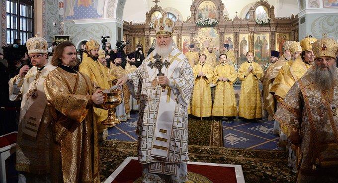 Патриарх Кирилл освятил восстановленный храм, в котором молились гвардейцы