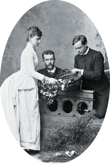 Великий князь Сергей Александрович и великая княгиня Елизавета Федоровна с Эрнстом Людвигом Гессенским, будущим великим герцогом Гессенским. Дармштадт, 1885