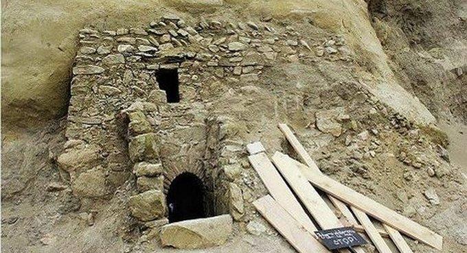 В горах Грузии нашли неизвестную часовню с изображениями Богородицы