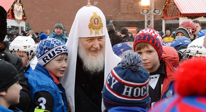 Патриарх Кирилл благословил детский турнир по хоккею с мячом