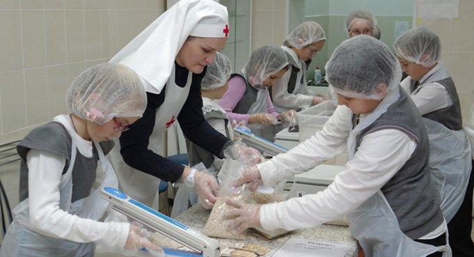 К фасовке обедов для малообеспеченных подключатся в Каменск-Шахтинском