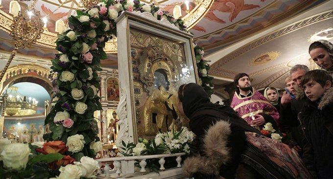 Тяжелобольной ребенок заговорил у иконы Богородицы