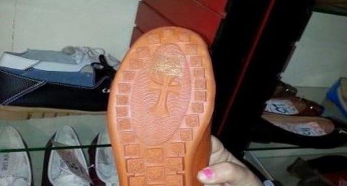 В Греции возмущены изображениями крестов на подошвах обуви