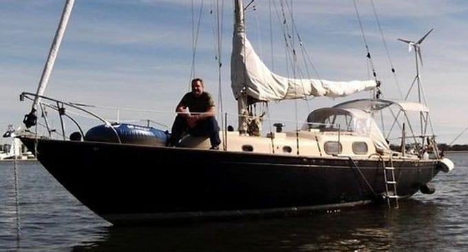 Найденный в океане рыбак уверен, что ему помогли выжить вера и Евангелие