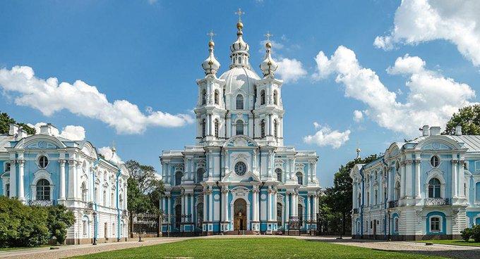 Церкви возвращают Смольный собор Петербурга