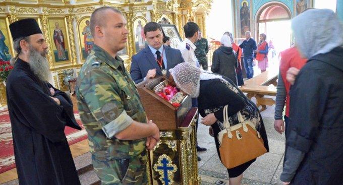 Более 50 тысяч волгоградцев поклонились мощам святого Георгия Победоносца