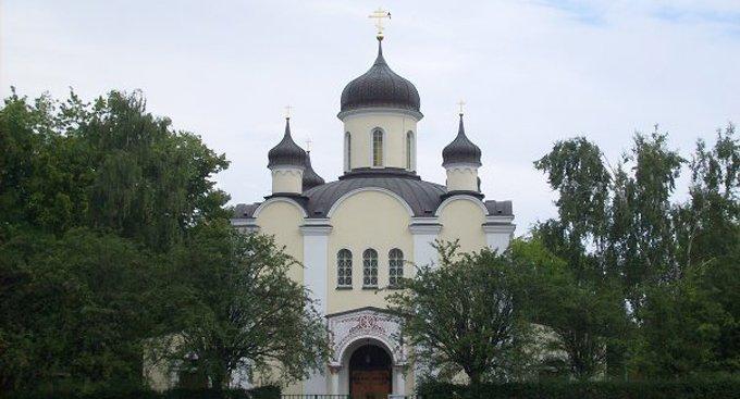 Православному собору в Берлине ветераны войны подарили икону с мощами