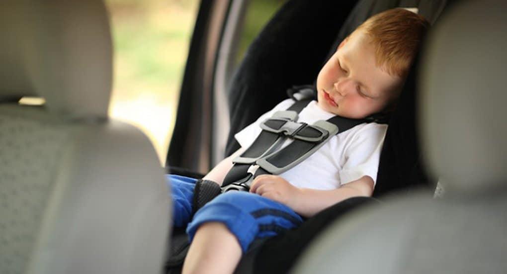 Родителей призовут не оставлять детей в машинах одних