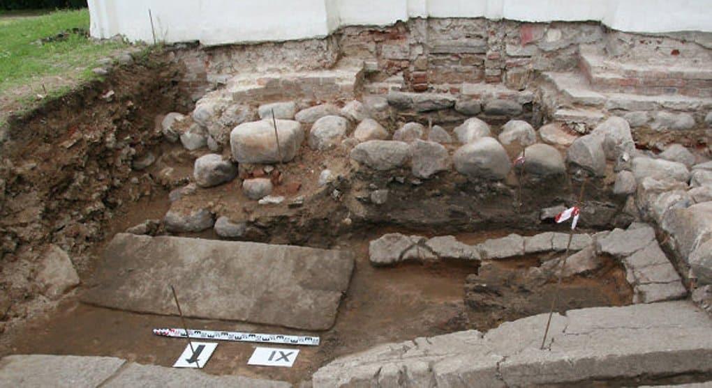 В Новгороде отыскали гробницу и мощи святителя Феоктиста