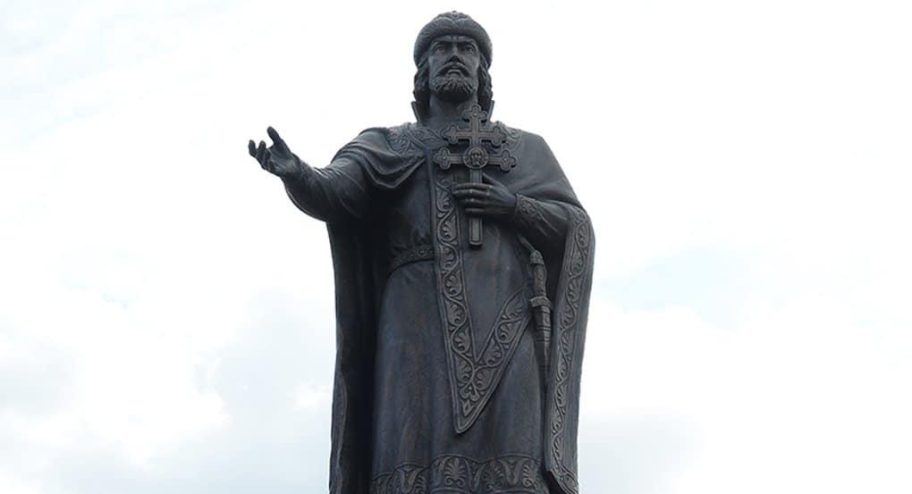 Патриарх Кирилл освятил памятник князю Владимиру в Смоленске