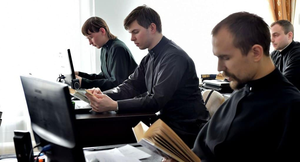 Для духовных учебных заведений создадут не менее 60 новых учебников