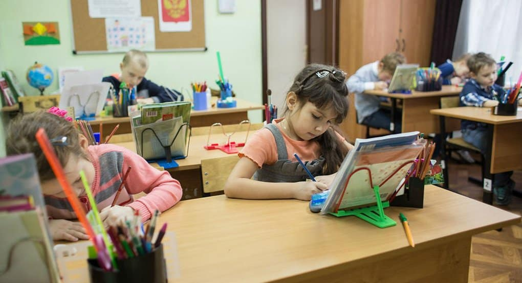 Владимир Путин обязал школы перейти на две смены обучения