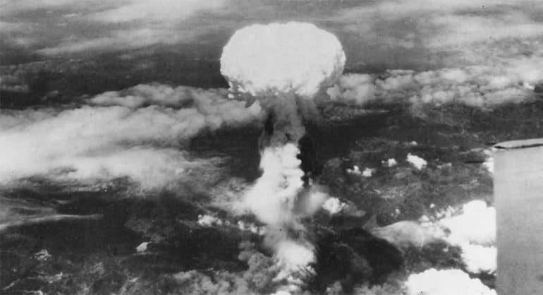 В мире вспоминают жертв атомной атаки на Хиросиму