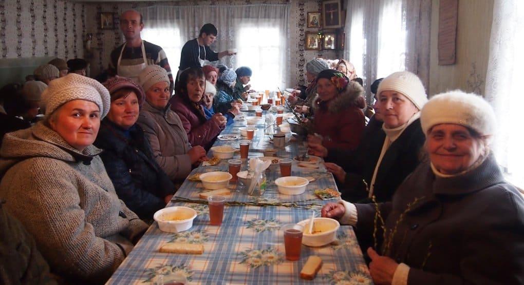 Церковь передала двум епархиям юго-востока Украины более 70 тонн продуктов