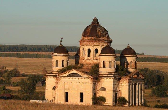 Храм в Пятино