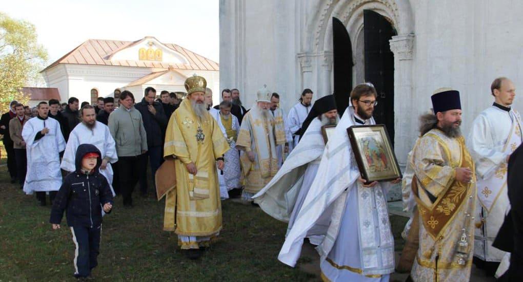 В уникальном храме Покрова на Нерли возобновились богослужения
