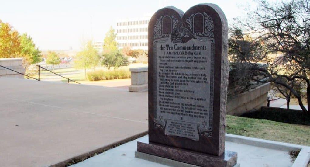 Памятник десяти заповедям в Оклахоме все-таки снесли
