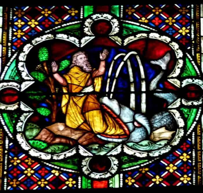 Scheibe aus dem ,,Jüngeren Bibelfenster,, im Chor des Kölner Doms, Darstellung. Jona wird vom Fisch an Land gespien, Entstehung 1891-92