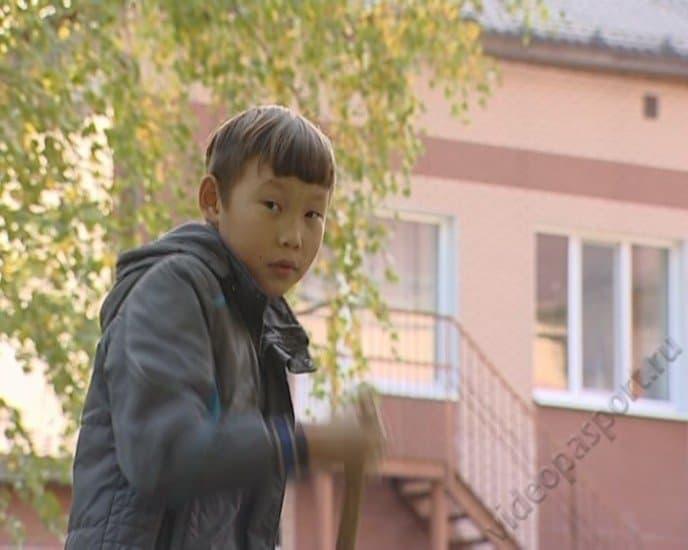 Эрудит Сережа ищет новую семью