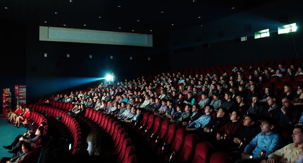 Британские кинотеатры отказались от показа ролика с молитвой «Отче наш»