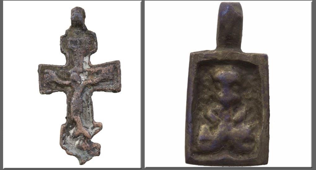 В столичном Зарядье нашли иконки и нательные кресты XIV-XV веков