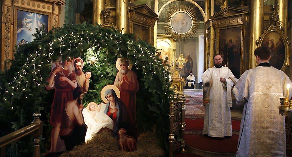 Православные и католики призывают видеть в Рождестве религиозный смысл