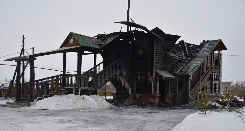 В Свердловской области, предположительно от фейерверка, сгорел храм