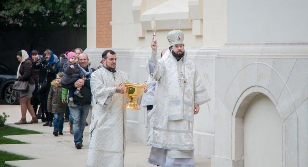 На освящение русского собора в Ницце пришли десятки верующих