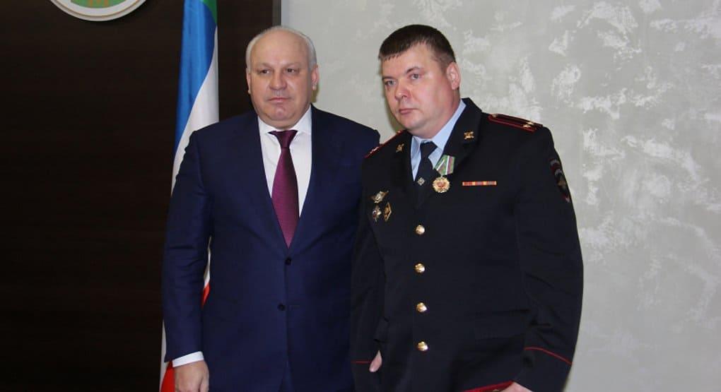 Спасшего более 300 детей полицейского из Хакасии наградили орденом