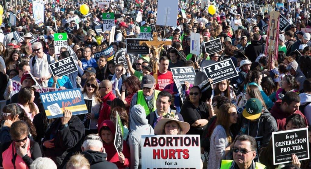 В США снижается число абортов, хотя за год их все равно делают миллион раз