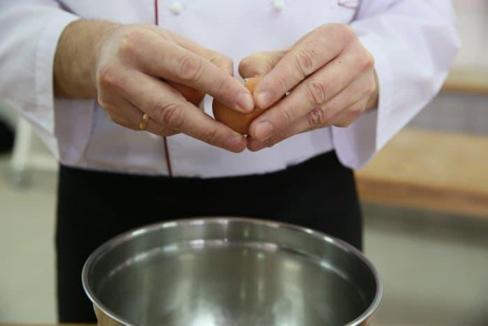 Пошаговый рецепт блинов с фото. Шаг 1