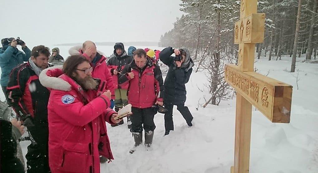 Отец Федор Конюхов установил крест на родине своих предков