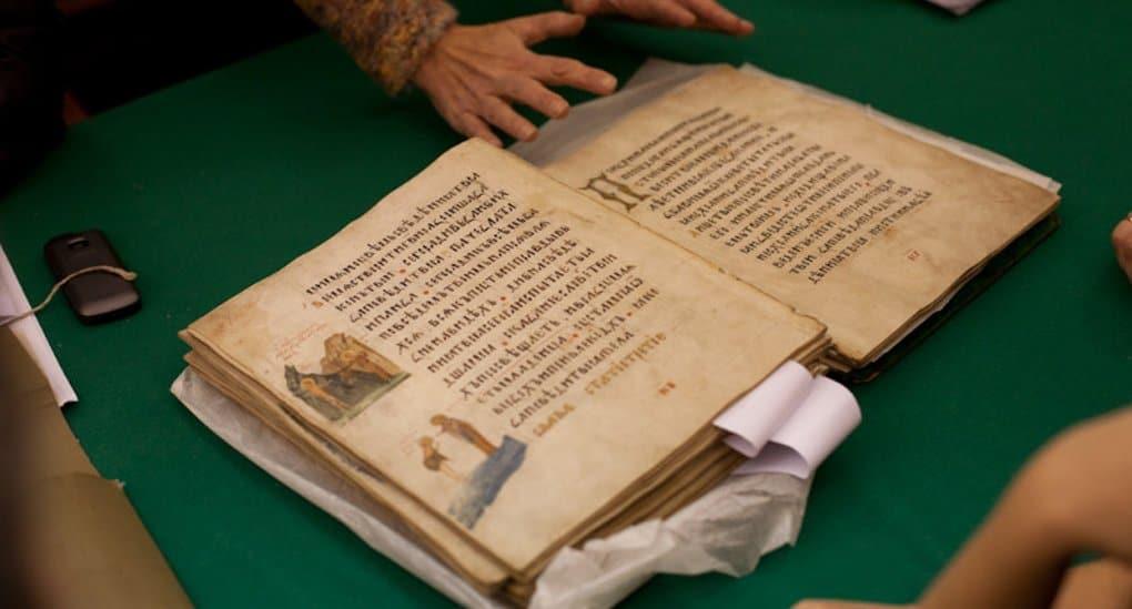 Переизданный уникальный труд митрополита Макария подарили библиотекам США